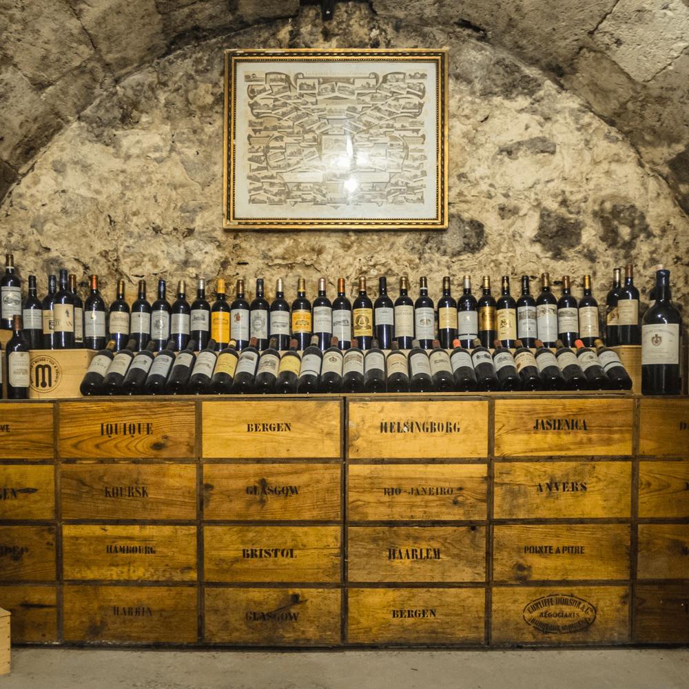 Vendita antiquariato - Vini & Liquori: cantina